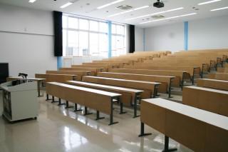 階段教室min